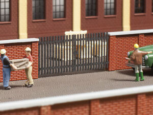 Auhagen kit 44639 NEW N GATES FOR 44638 (BRICK WALL). 4 PIECES.