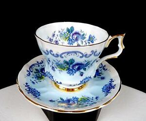 WINDSOR CHINA ENGLAND #L6 7919/B FLORAL BLUE BAND GOLD TRIM CUP & SAUCER 1960-