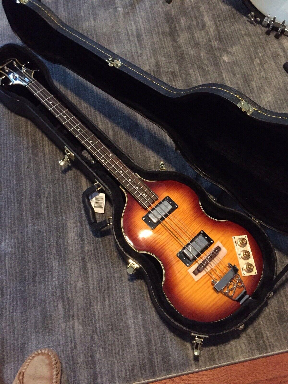 Epiphone lila Violin Bass mit Case Mint Condition