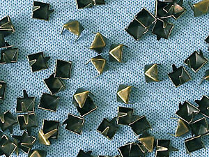 50-x-Pyramid-Clothing-studs-antique-brass-colour-8mm-STUD-004