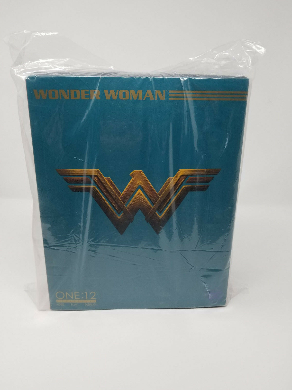 Wonder Woman Mezco One 12 Collective Movie 6  figure in-hand Gal Gadot DC Toys