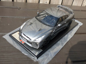 Cuadro-1-18-Edicion-Limitada-164-de-252-de-resina-2017-Nissan-GT-R-R35-Nismo-Coche-de-juguete
