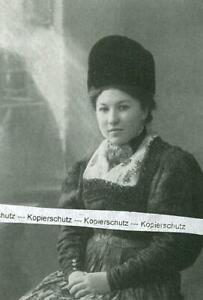 Lenggries : Bäuerin in alter Lenggrieser Tracht - um 1930               W 13-24