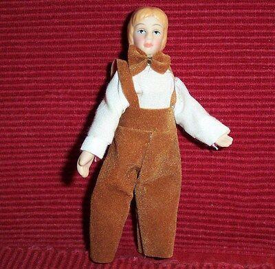 elegant gekleideter Junge mit Fliege - Miniatur 1:12