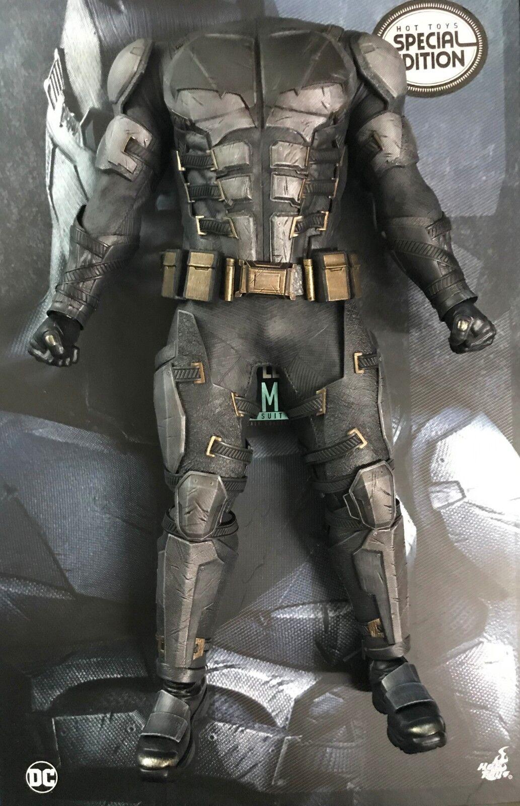 Hottoys Justice League Batman Tactical Batsuit MMS432  - Body & Suit only