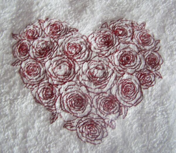 """personalized Embroidered Heart Of Roses Swimming/bath Towel"" 100% Cotton Nieuwste Technologie"