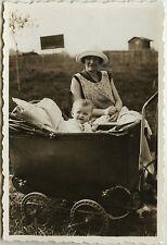 PHOTO ANCIENNE - VINTAGE SNAPSHOT - ENFANT BÉBÉ MAMAN LANDAU MODE -CHILD FASHION