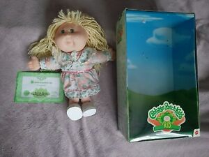 Vintage-Cabbage-Patch-Doll-Dorinda-Sherry-with-box-amp-blank-adoption-certificate