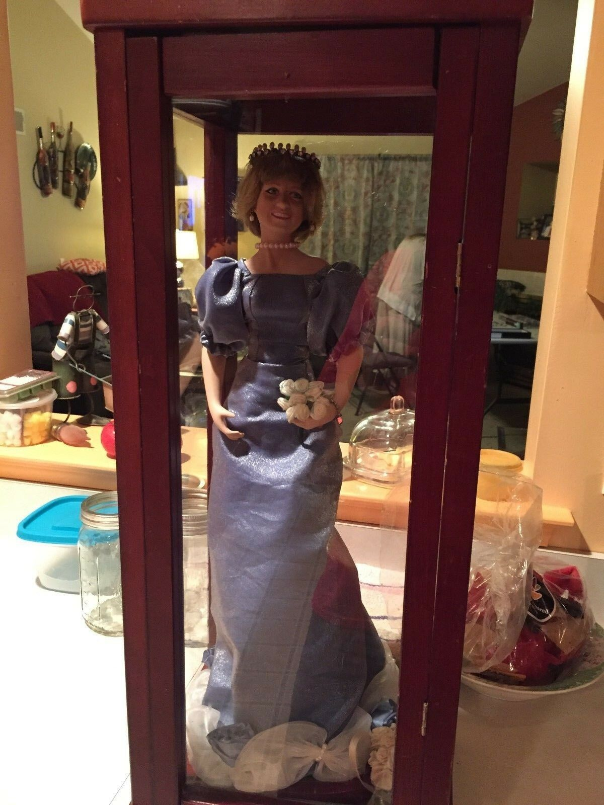 Princesa Diana Porcelana  reina de corazones muñeca  en caso de exhibición