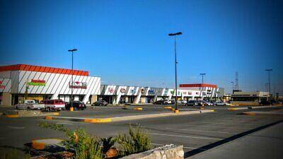 Local Comercial en Plaza Tres Torres, Av. Francisco Villarreal, $1,410 USD/Mes