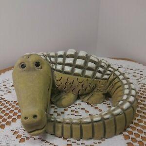 Vintage Hand Craved Artesania Rinconada Alligator. Made In Uruguay