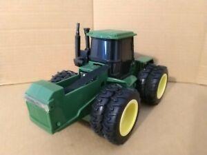 ERTL 5582 John Deere 8960 Battery Operated Tractor. 1/32. c1989. Good.