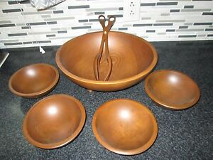 Vintage Americana Munising 3-Footed Wooden Snack Serving Bowl with Handle