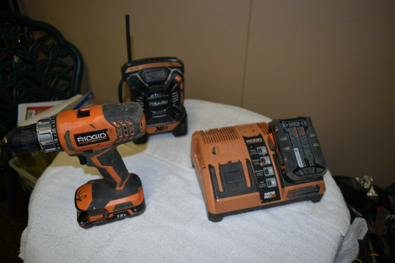 RIDGID Set  1 2  Drill  R860052, Shop Radio R84084 w 2 Batteries and Charger