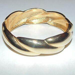 Vintage-smooth-gold-tone-twist-wide-oval-hinged-bangle-bracelet-6-3-4-034-wrist