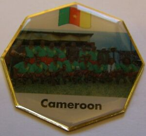WORLD-CUP-94-USA-SOCCER-CAMEROON-TEAM-PIC-FIFA-FOOTBALL-vintage-pin-badge-Z8J