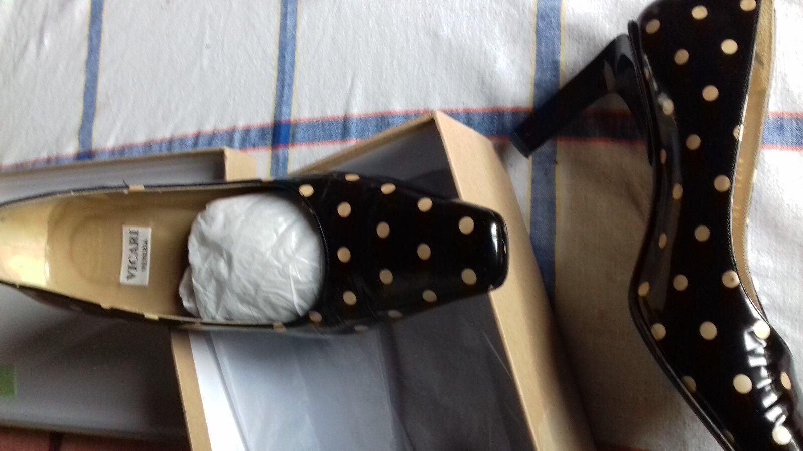 Trés jolis escarpins italiens vernis noirs et pois blanc cassé T39 neufs