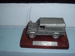 Land Rover militaire en étain à l'échelle 1/43, miroirs d'aile manquants et antenne