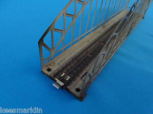 Marklin-467-2-Arched-Bridge-with-mid-track-50-ies