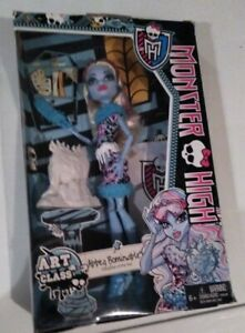 Monster-High-Doll-ABBEY-BOMINABLE-ART-CLASS-Doll-New-C1