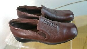 Cobbie-Cuddlers-Loafer-Women-039-s-Brown-Leather-Slip-On-Shoe-Size-9-W-US