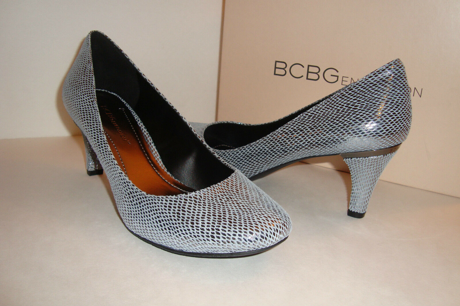 BCBGeneration BCBG Damenschuhe NWB Gumby Pewter Printed Snake Heels Schuhes 6 MED NEW