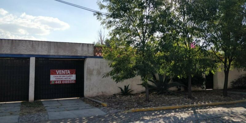 FRACC HERRADURA VENTA TERRENO 1000M2 BARDEADO CON CASA SENCILLA DE UNA PLANTA
