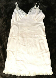 Vintage-Ivory-Nylon-Full-Slip-XL-Adjustable-Straps-Lace-Trim-Pin-Up-Sexy