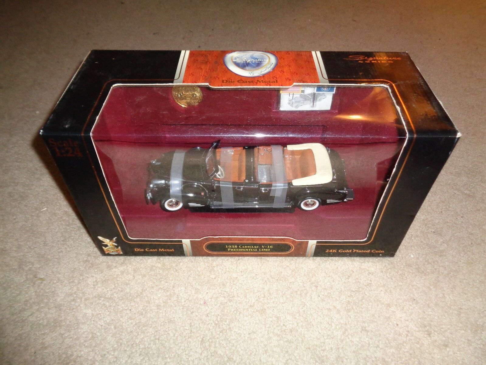 Road signature series diecast 1938 illac V-16 Presidential Limousine Comme neuf IN BOX 1 24