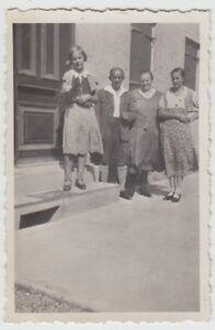 (f24188) Orig. Photo Personnes De La Maison, Fille M. Fleurs 1930er-afficher Le Titre D'origine Les Produits Sont Vendus Sans Limitations