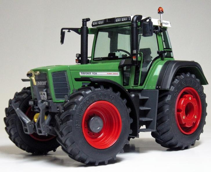 Weise-Toys échelle 1 32 FENDT 926 FAVORIT 1st Génération (1996 - 2000)