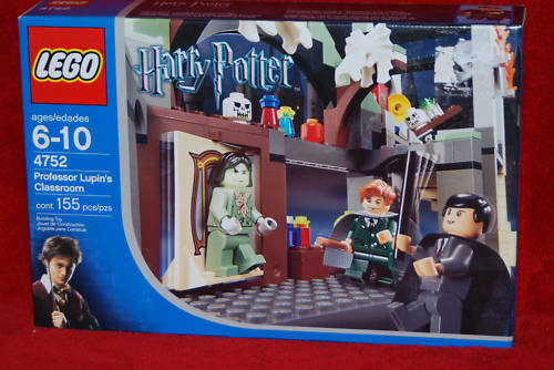 LEGO 4752 PROFESSOR LUPIN'S HARRY POTTER RETIROT SET NISB LOT
