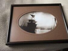 Pequeño enmarcado Mate Esmaltado foto Sepia Impreso Frank Sutcliffe Whitby barcos de vela