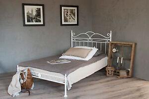 Metallbett weiß 140x200  vintage flair metallbett 140x200 in weiss ecru oder schwarz inkl ...