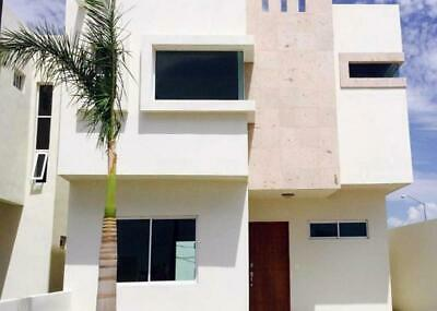 Casa en venta, con fachada y closets en Residencial Antares en La Paz BCS