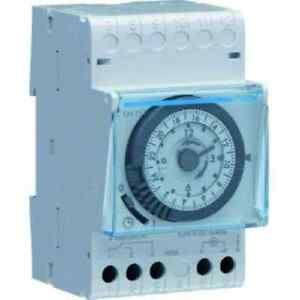Hager-Tagesschaltuhr-1W-16A-3PLE-analog-Gangreserve-200h-3PLE