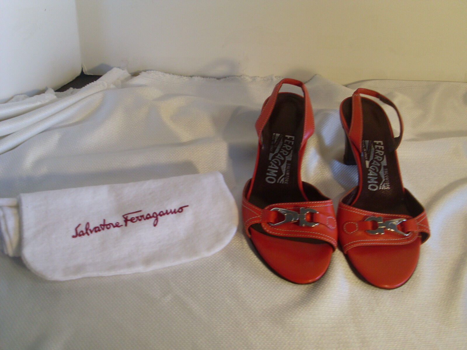 SALVATORE FERRAGAMO ROT W/ SILVER SIGNATURE CLOTH HEELS SZ 5M W/ CLOTH SIGNATURE BAG#30 e76d3d