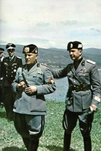 Mussolini et des officiers allemands en Italie WW2