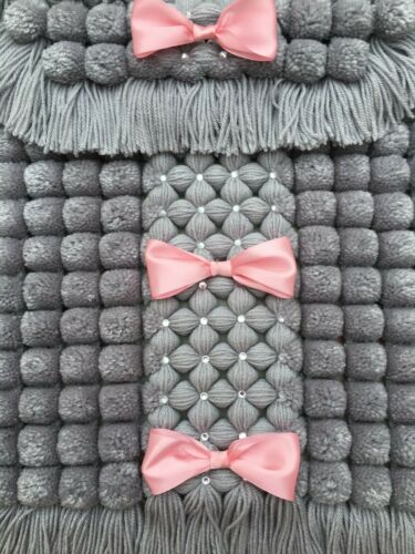 Inhabituel Pom Pom Couverture Landau Couverture Gris Avec Rose Bordure