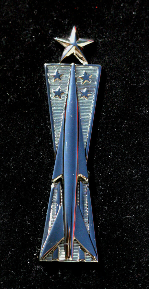 US USA USAF Air Force E-3 Airman 1st Class Military Hat Pin