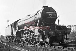 PHOTO-LNER-LOCO-4472-FLYING-SCOTSMAN-AT-WEYMOUTH-1964