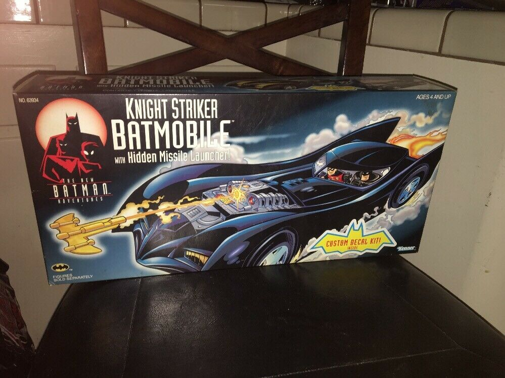 Knight Striker  Batmobile nuovo Batuomo Adventures  Kenner  elementi di novità