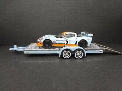 Greenlight 2009 Corvette Z06 GULF on open car trailer blue//silver Loose 1:64