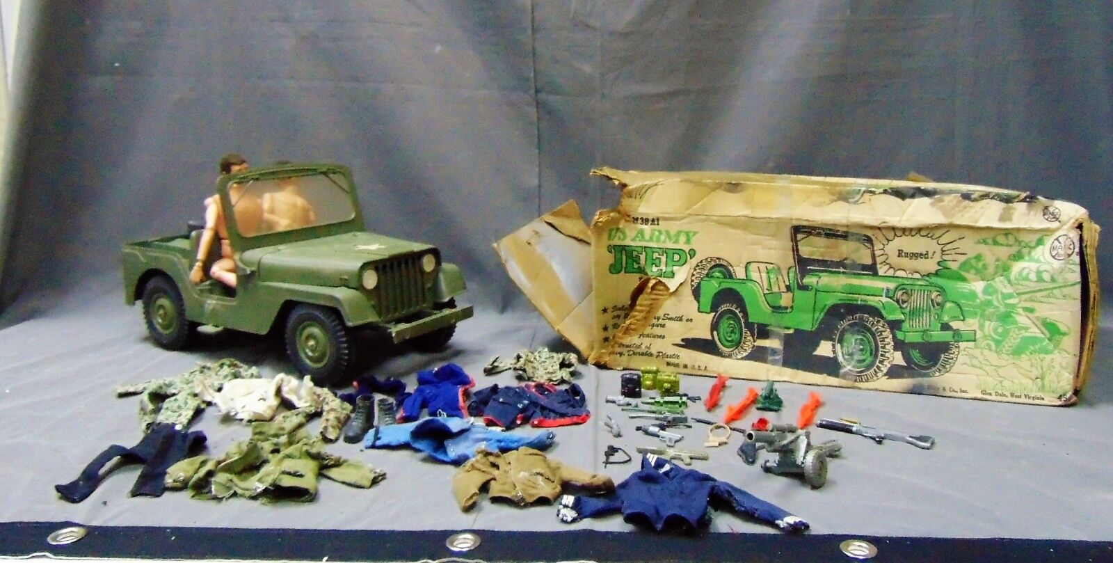 VINTAGE MILITARY TOY LOT WITH 2 GI JOE FIGURES, JEEP, CLOTHES, GUNS, AND MORE