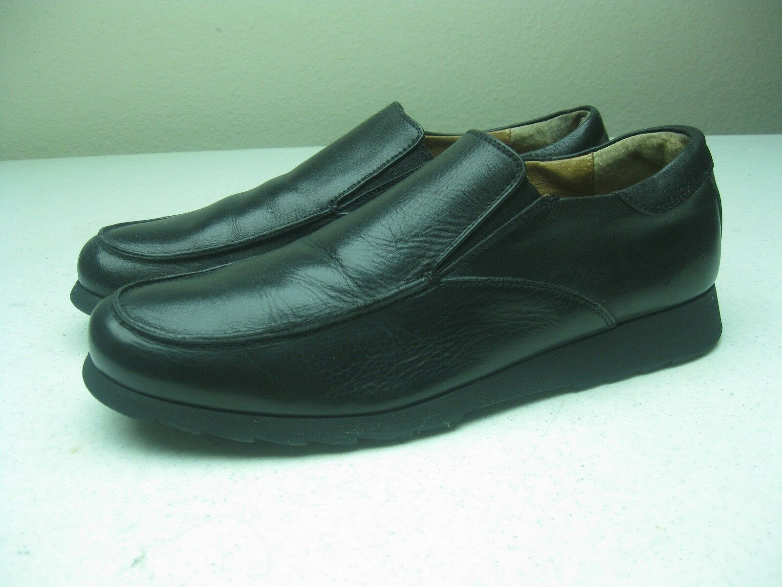 BLACK KENNETH COLE MADE IN ITALY SIZE 42/9 SLIP ON LOAFER