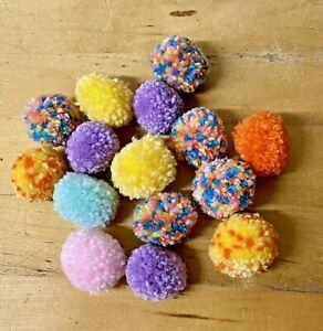 Handmade-Pom-Poms-2cm-15x-Pool-Hedgehog-Hamster-Mice-Rat-Pet-Toy-Multicoloured