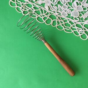 Vintage-Spiral-Wire-Whisk-Wood-Handle-Egg-Beater-Kitchen-Tool