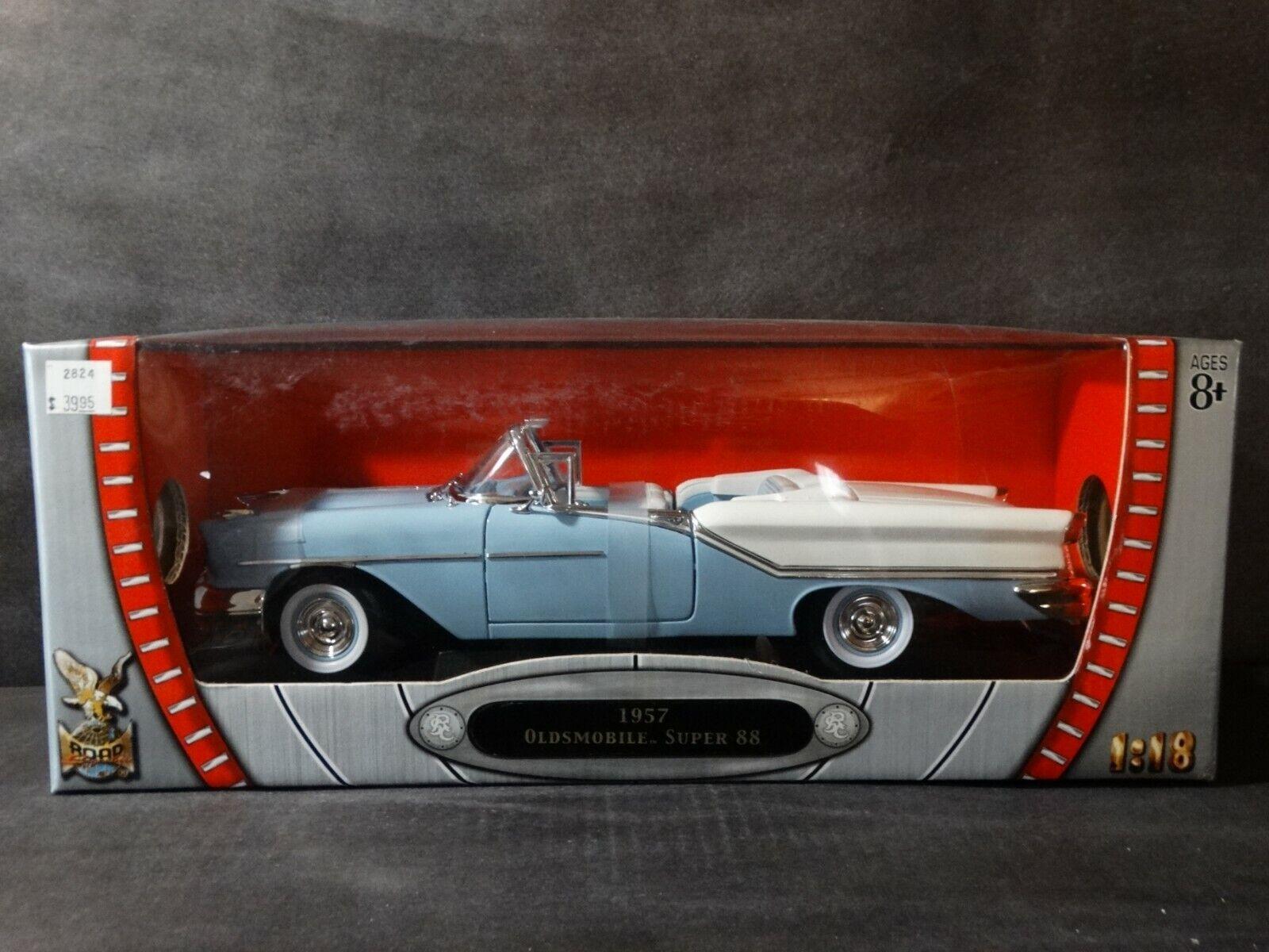 Road Signature 1957 Olds Super 88 Congreeniblle 1 18 Scale Diecast  Model Car