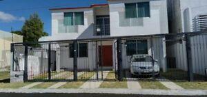 Casa 3 Rec., 2 1/2 Baños, estudio, cocina con barra desayunador, sala, comedor, jardín, vigilancia
