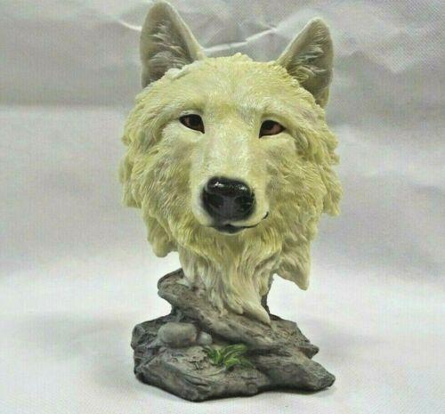 Wolf figurine Mountain Snow Searcher Nemesis Now